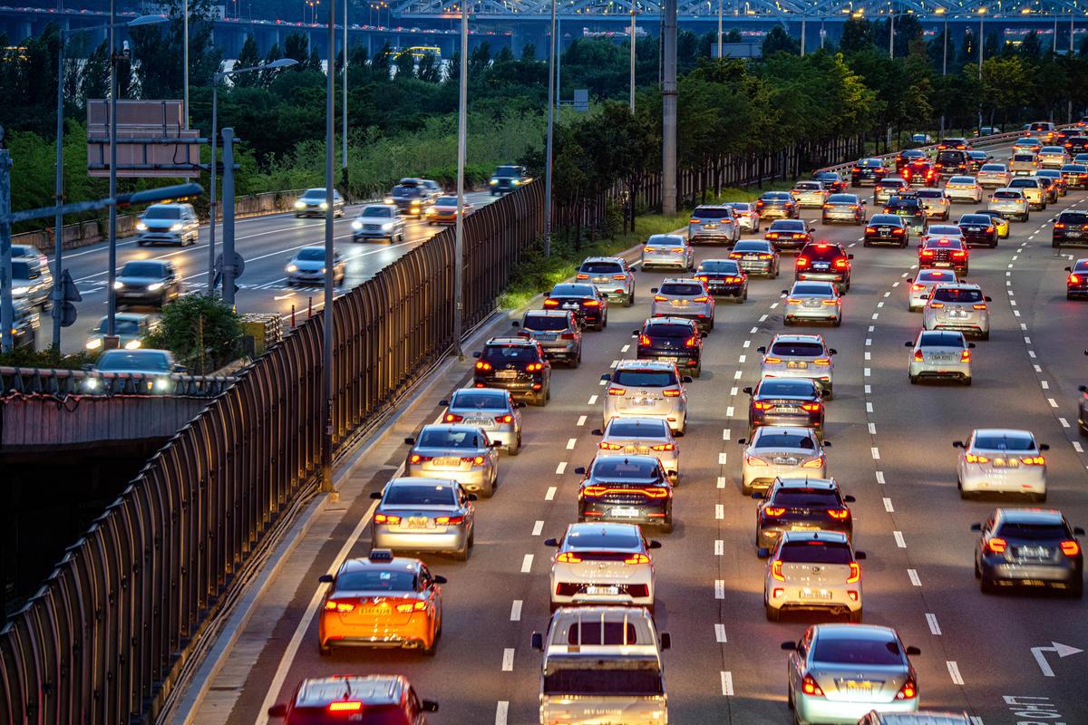 交通運輸所造成的碳排不容小覷,也許您我應該思考「我們真的需要這麼多汽車嗎?」