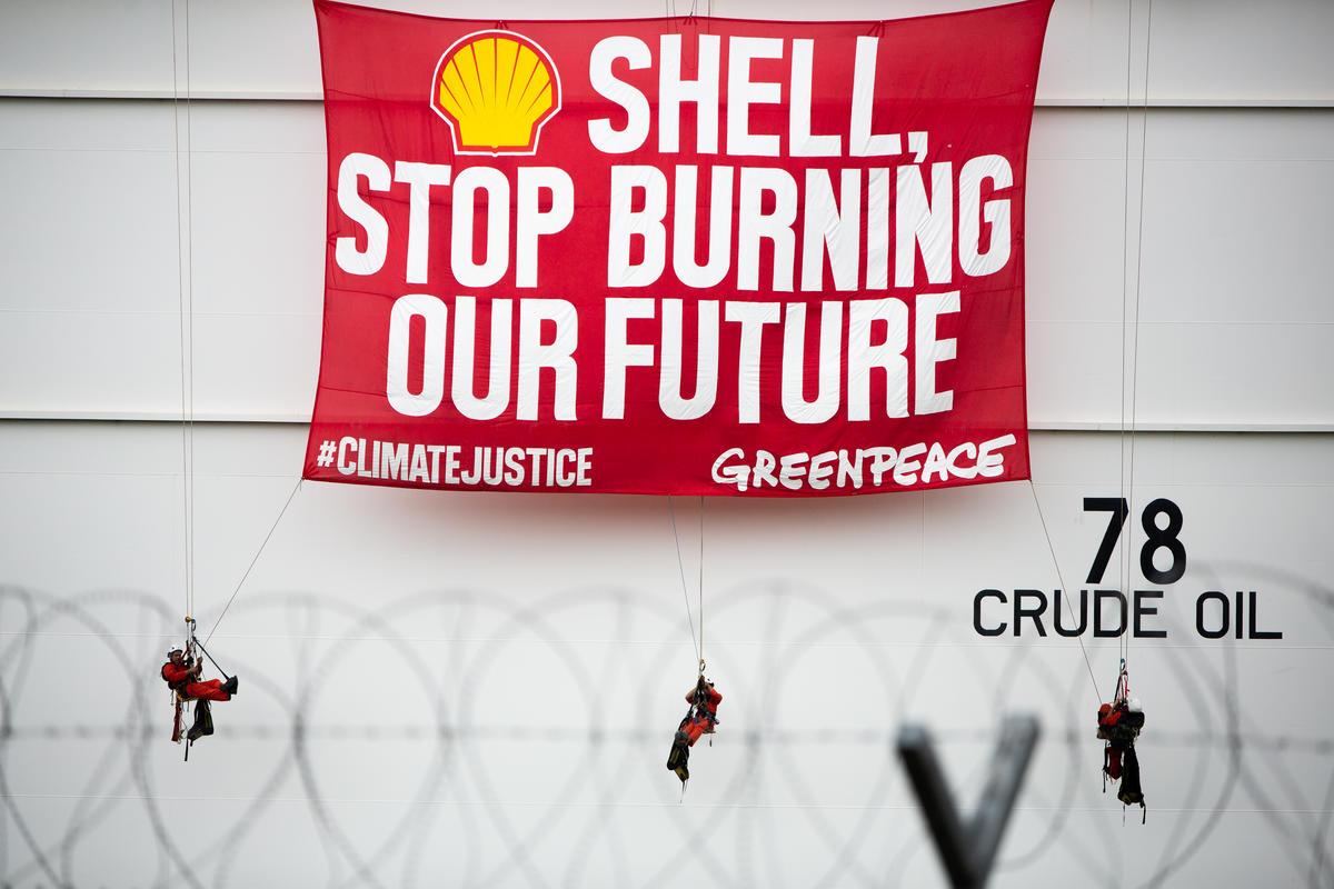 2019年9月,綠色和平行動者與海燕風災災民於Shell石油公司菲律賓總部外倡議,要求其向因氣候變遷遭到人權損害的菲律賓人負起法律及道德責任。