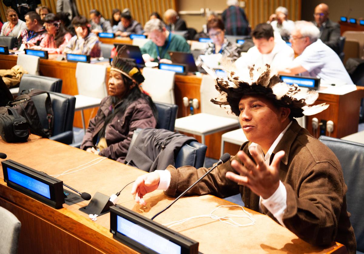 卡里普納原住民阿德里亞諾(Adriano Karipuna)是巴西朗多尼亞州原住民社區領袖,2018年4月17日於紐約舉辦的「聯合國原住民永續議題論壇」,表達毀林正威脅著卡里普納原住民家園。