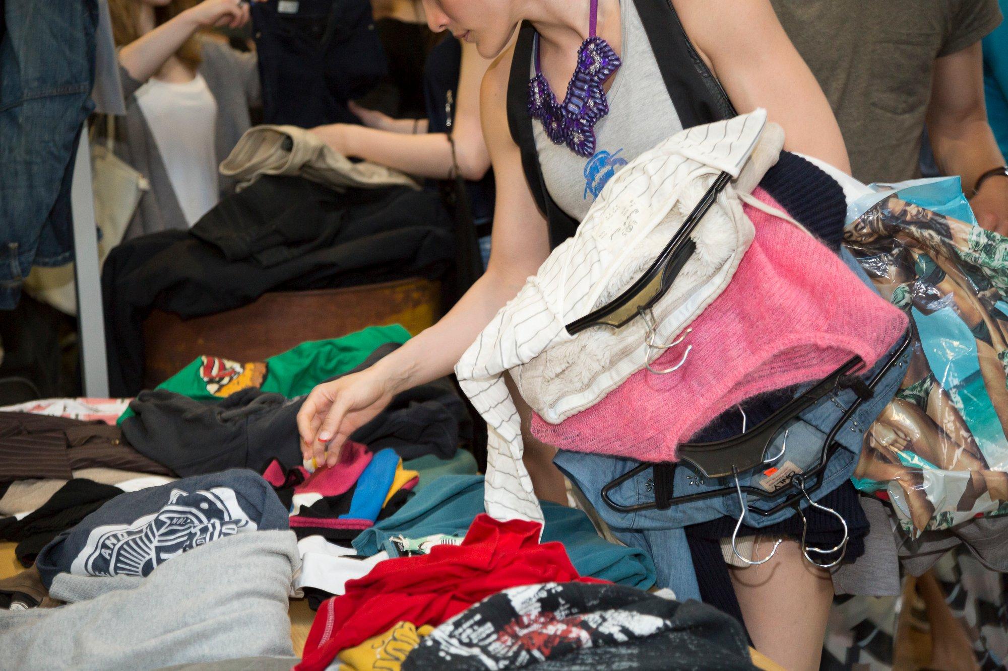 時尚與服飾占網路消費的最大宗,加上平價快時尚產業的推波助瀾,許多人在衝動之下買回不需要的衣服。