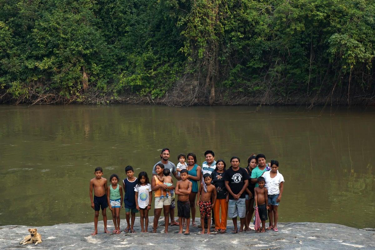 巴西亞馬遜的卡里普納原住民聚落,現僅剩58人,珍貴原住民文化與森林正被盜伐者和土地侵佔者掠奪,使他們不得不為捍衛自己家園倡議。