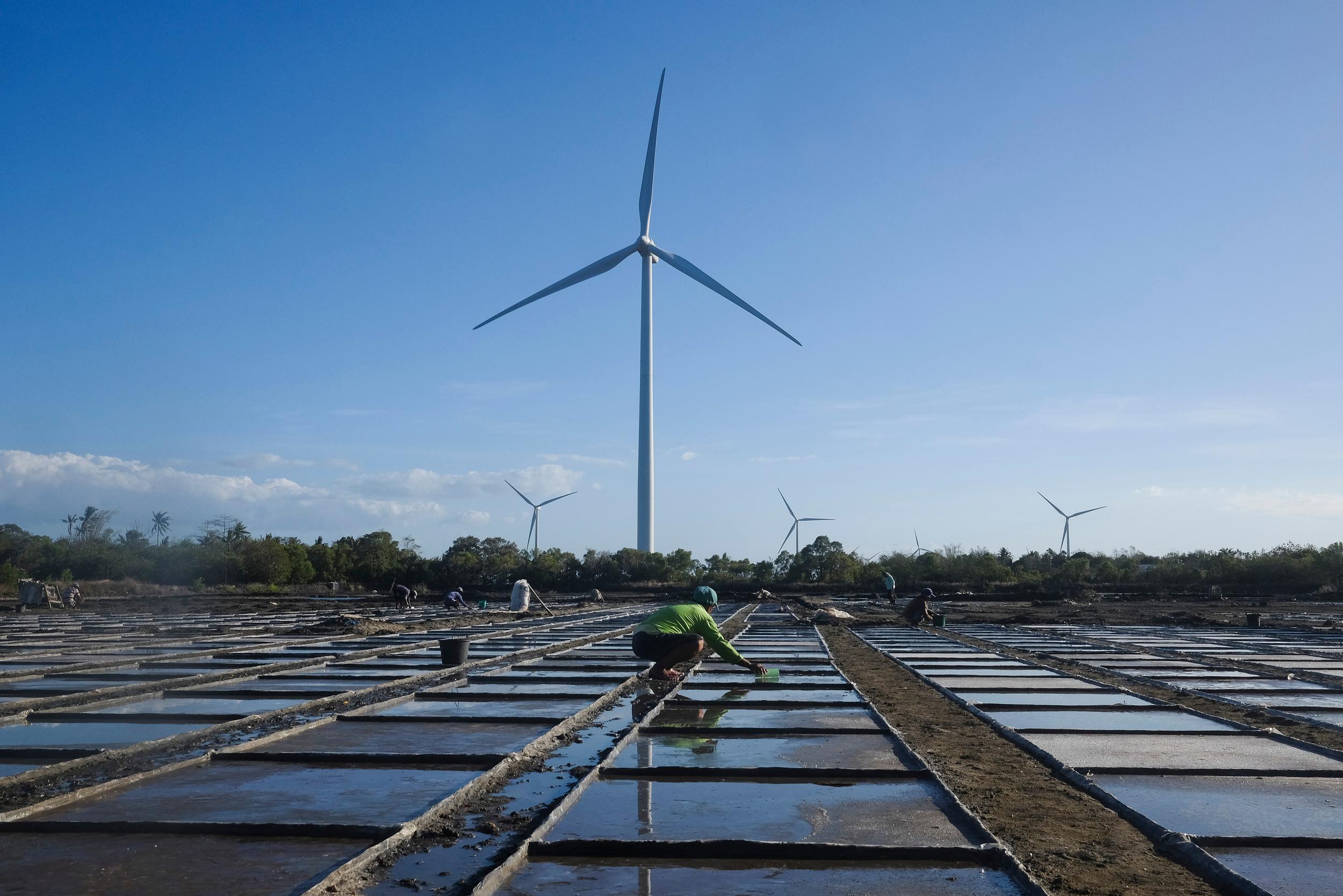 菲律賓擁有東南亞最大潛能的風能,位於吉馬拉斯島(Guimaras Island)的風電廠,在2015年提供了54兆瓦的電力。