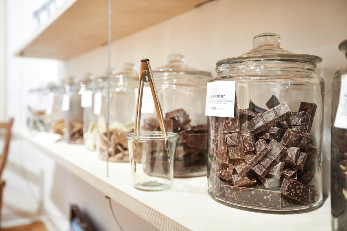 送禮也可以避免一次性包裝,建議您選擇漂亮的玻璃容器盛裝優質食品,也是漂亮又有誠意的過年好禮。