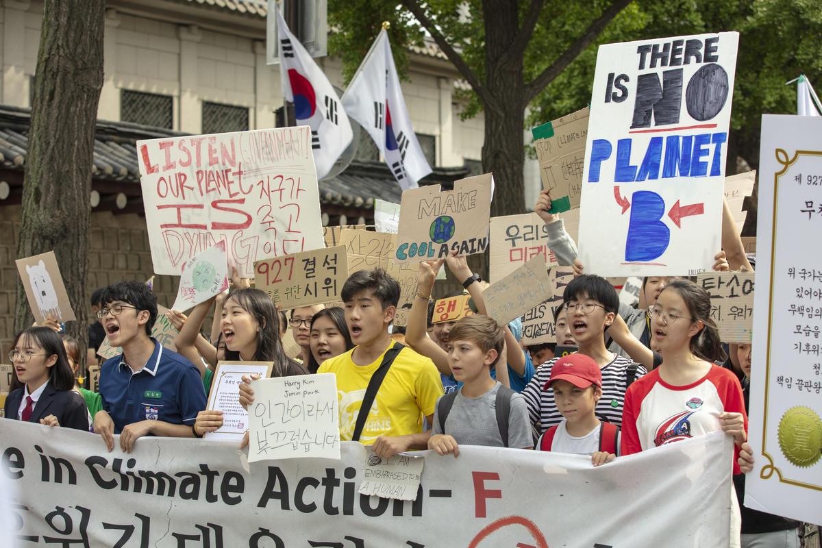 2019年韓國青年響應氣候行動,上街頭倡議要求執政者與領導人正視氣候變遷與人民的未來。