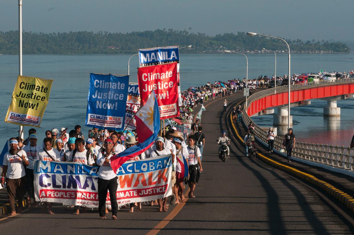 2014年11月,在強烈颱風海燕帶來毀滅性災難的一年之後,綠色和平與在地團體動員菲律賓人民 ,上街頭為氣候正義倡議,以免除未來遭受更多極端氣候事件侵襲。