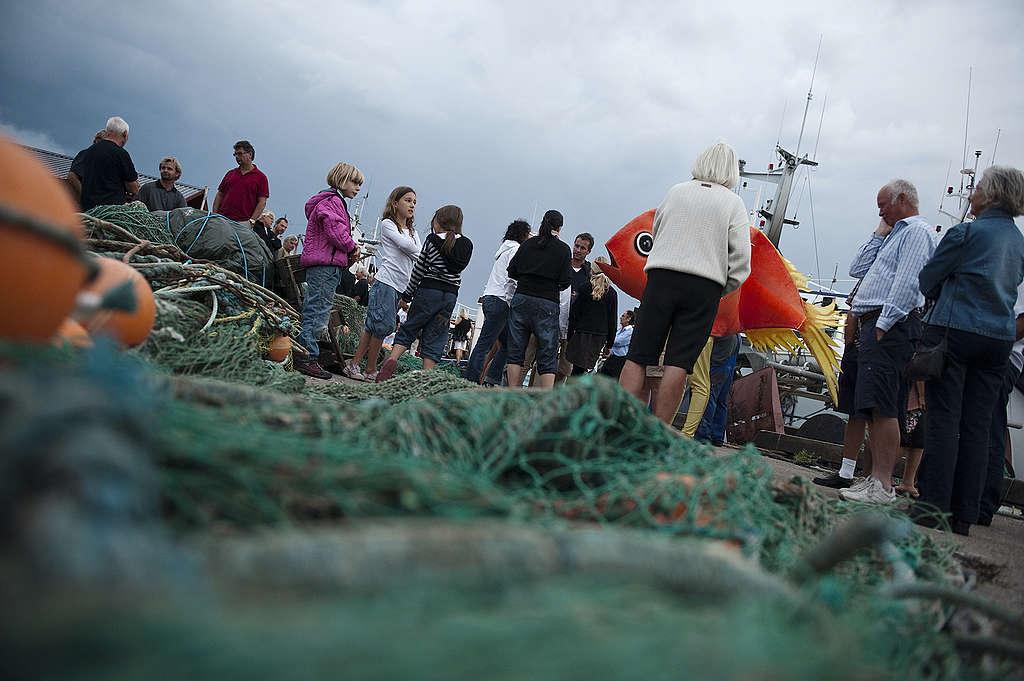 綠色和平為了凝聚廣大公眾支持保護海洋,舉辦活動面對面與民眾溝通,讓更多人知道海洋正遭受破壞的真相。