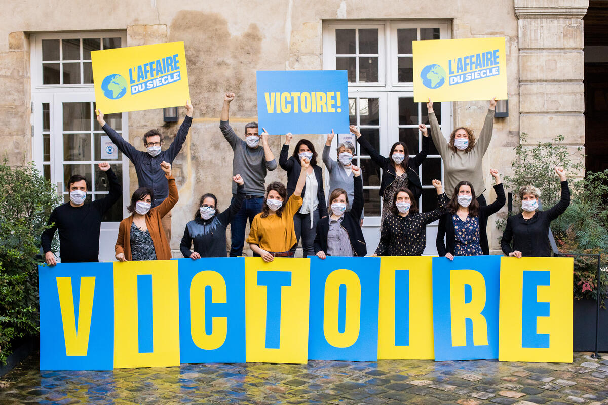 2021年2月3日,巴黎行政法院判決包括綠色和平法國辦公室在內的原告勝訴。宣告政府對氣候危機負有責任,也彰顯了氣候變遷的惡化是政府失責,人民可採取法律行動。© Emeric Fohlen / Greenpeace