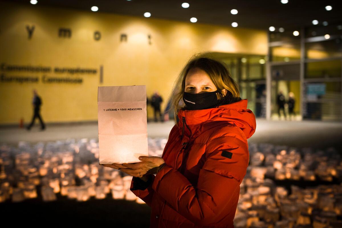 綠色和平召集近120萬名公眾參與歐盟公眾諮詢,並提交文件給布魯塞爾歐盟執委會。© Johanna de Tessières / Greenpeace