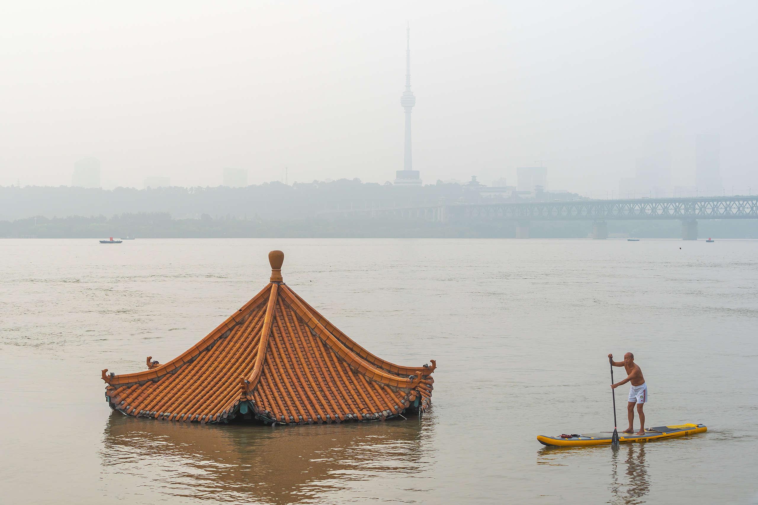2020年7月19日,中國武漢揚子江的水位上漲達28.51公尺,比警戒水準高出超過1公尺。