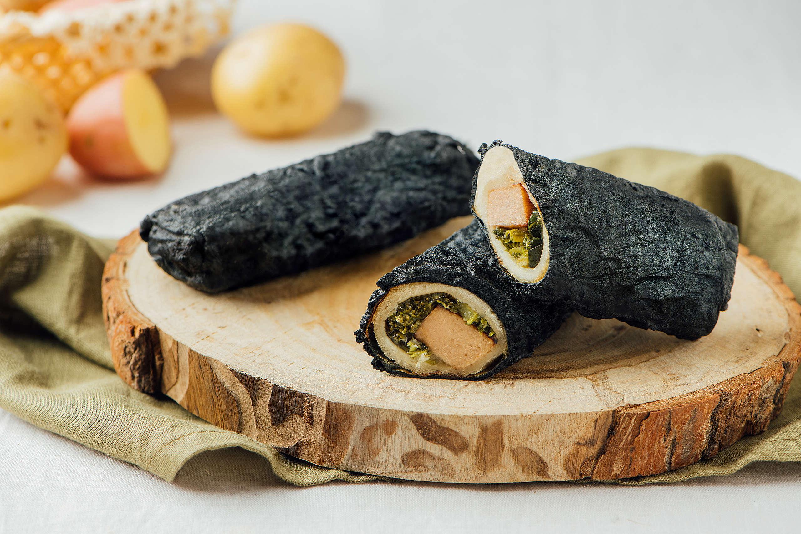 「碳式時蔬洋芋捲」內含濃郁的全植起司與香甜馬鈴薯,純素者也能安心享用。© Greenpeace