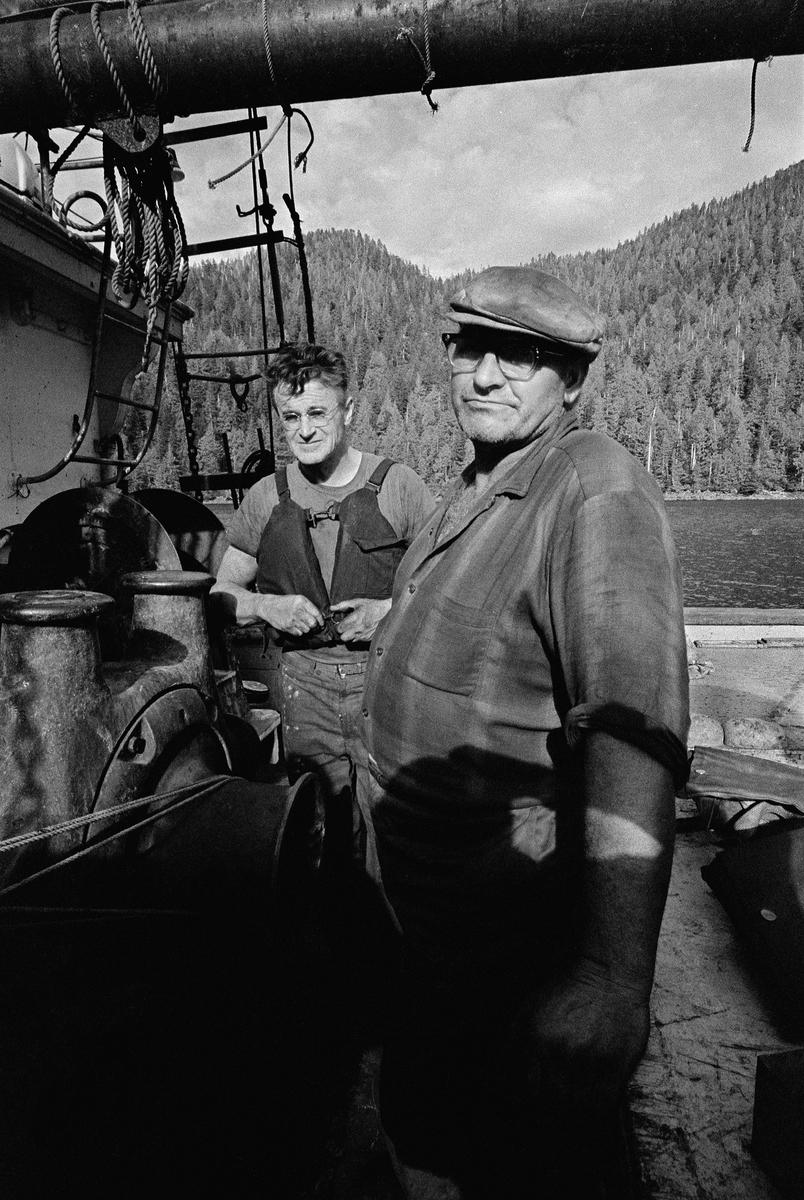 John Cormack船長(前)與他的工程師Dave Birmingham。