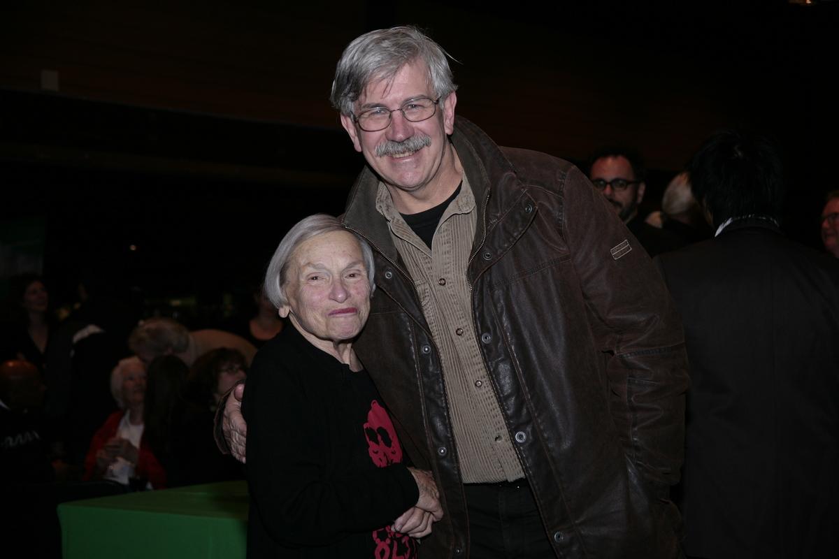 兩位綠色和平創辦人Dorothy Stowe和Rex Weyler,2009年在溫哥華出席安奇卡音樂會發行CD的活動。