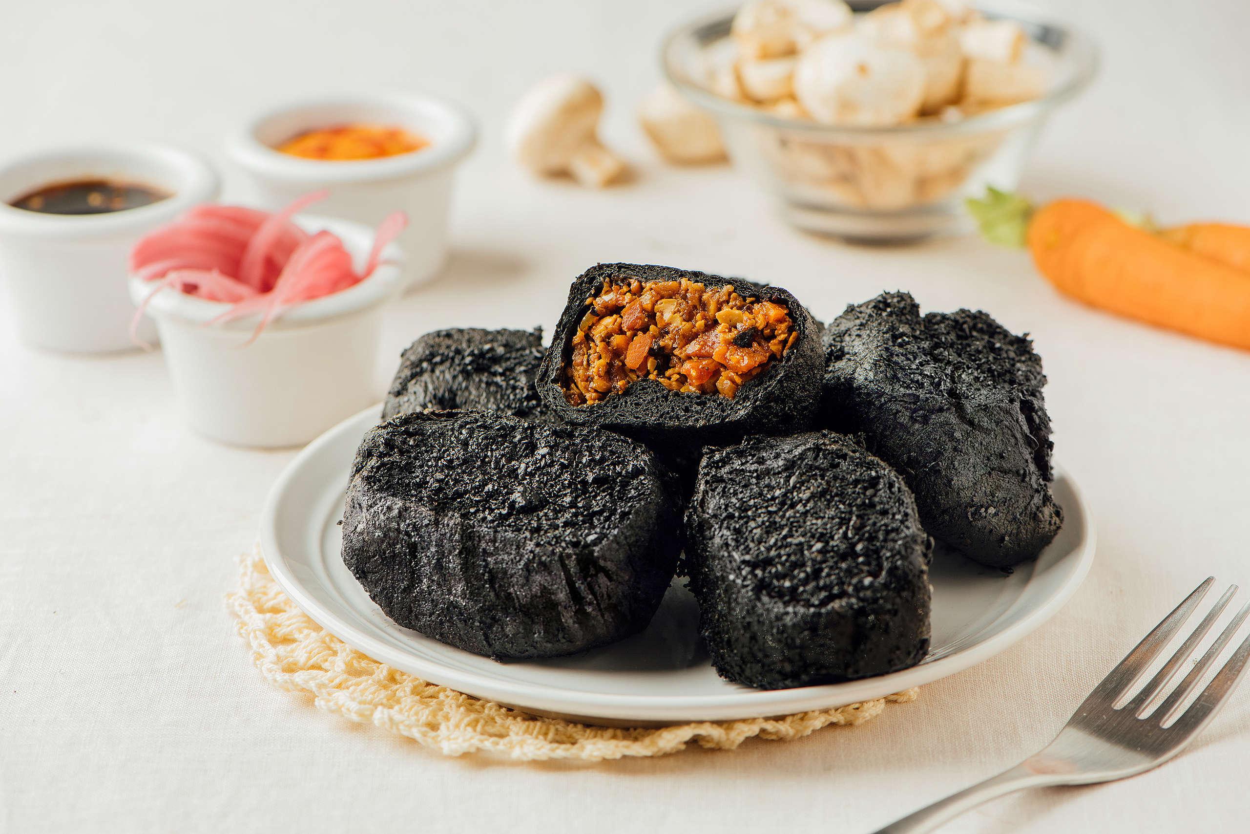 「碳式脆皮辛叉燒」以多種新鮮食材製成內餡,搭配手作全植醬料,口味鹹香微辣,適合重口味的朋友。© Greenpeace