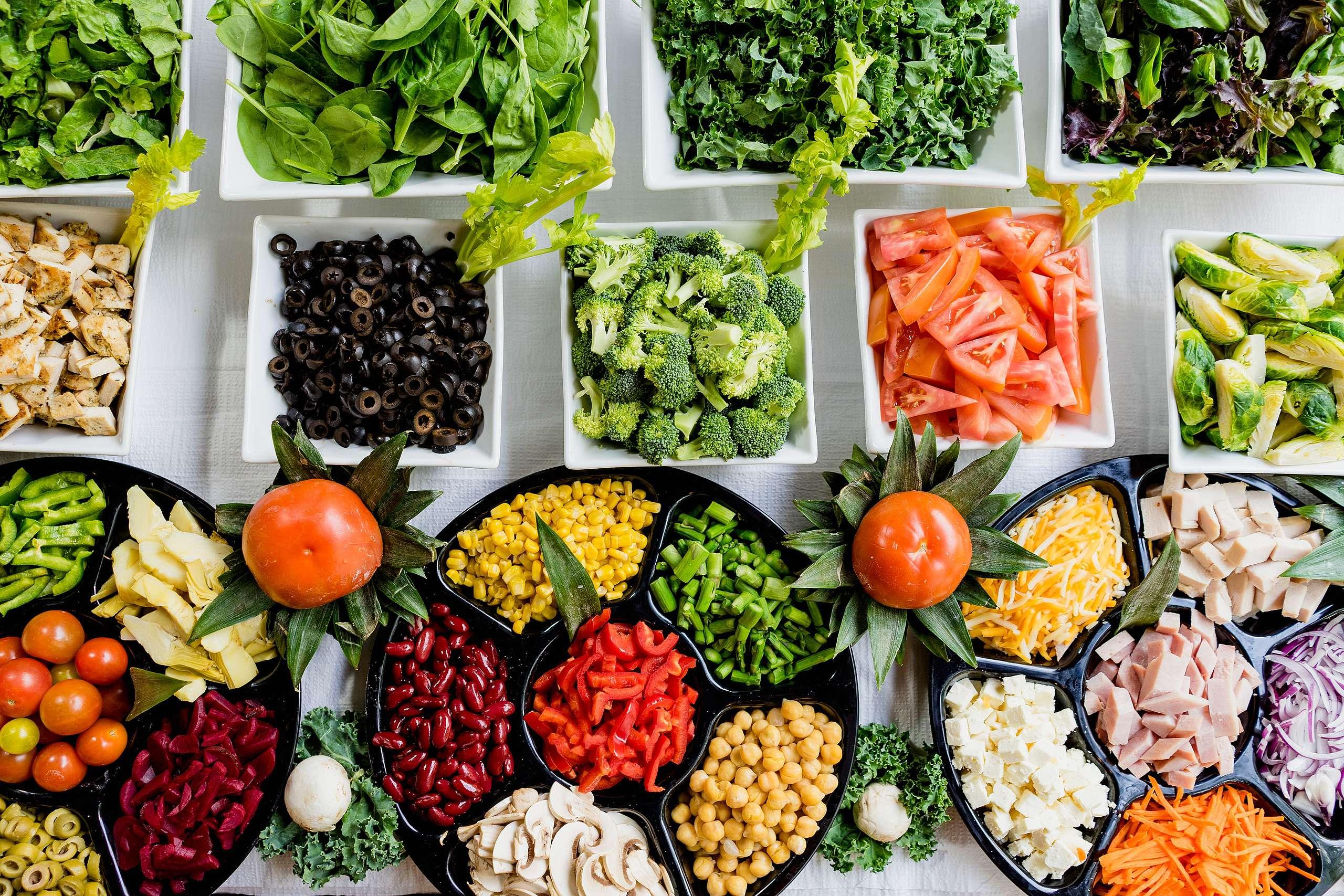 以蔬食為主的人,日常可以在飲食中多元攝取豆類、堅果、蔬菜、水果、穀類、藻類、菇類等含鐵量較高的食材,如果是蛋奶素者,也可以食用雞蛋補充鐵質。© Dan Gold / unsplash.com