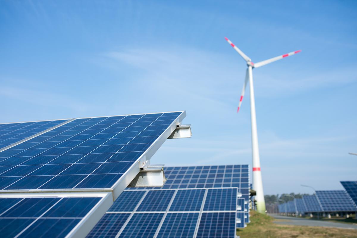 減緩氣候危機及推動能源轉型是綠色和平在全球的重點環境專案,早在2011年,即開始向臺灣民眾、企業及政府傳遞「氣候變遷」的概念,並針對臺灣用電大戶與地方政府,進行一系列的倡議工作。