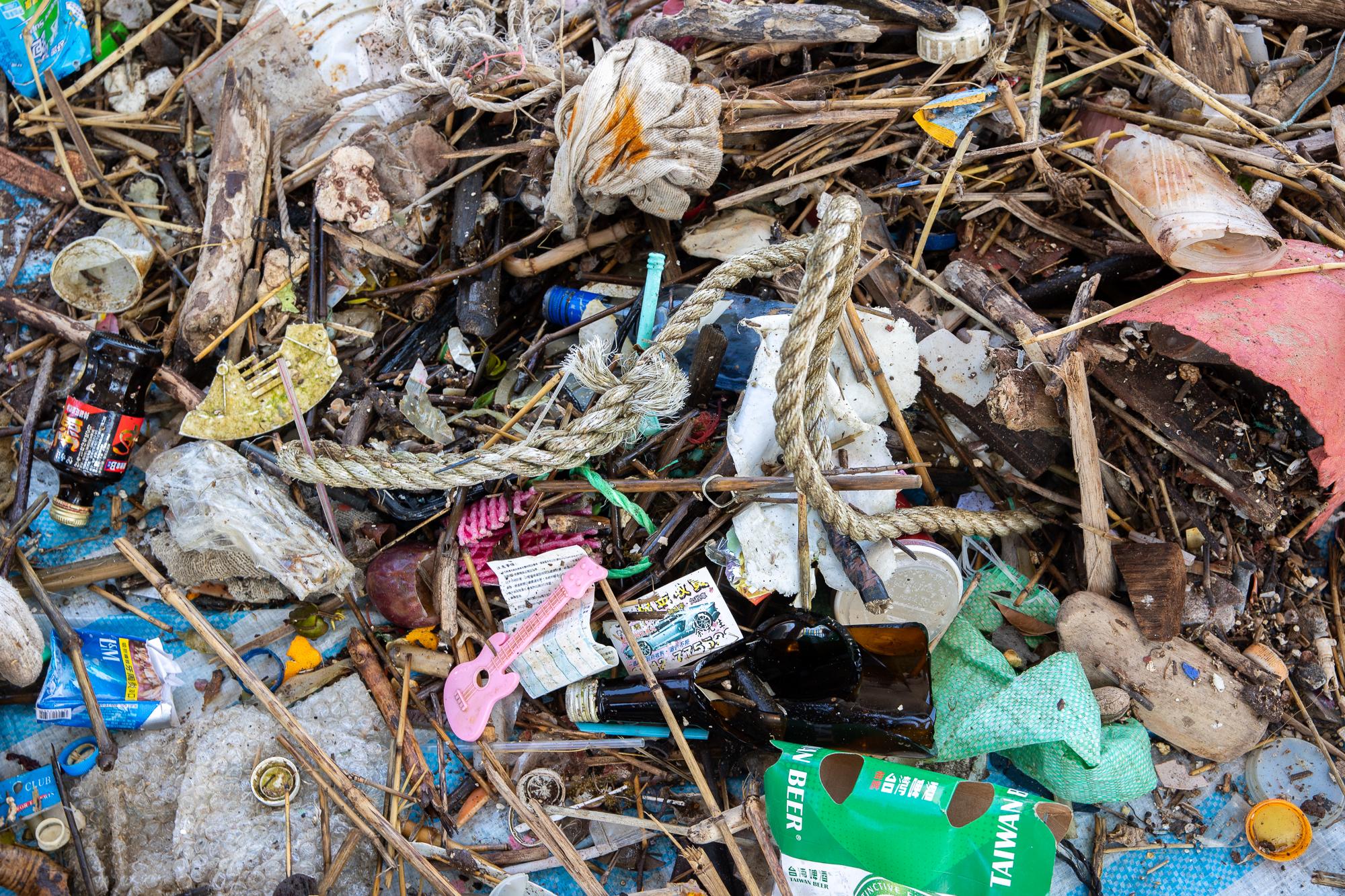 清出422公斤的海底廢棄物當中,有廢棄漁具(如漁網、浮球、籠具、釣具等)和寶特瓶等其他塑膠製品。