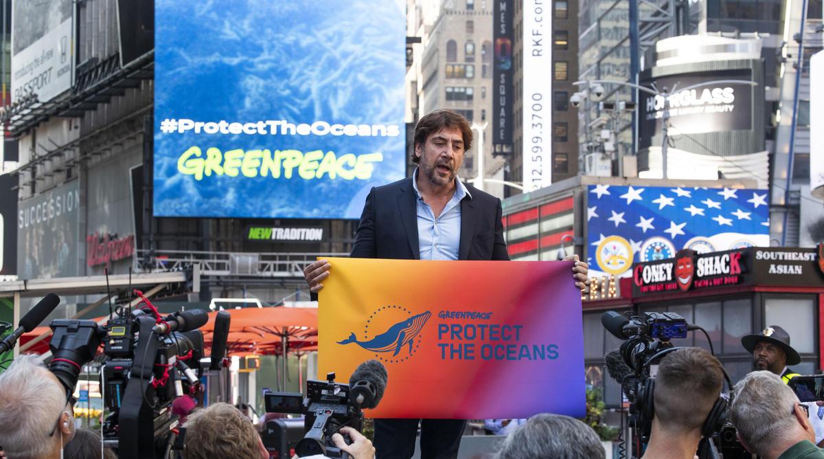 2019年,影帝哈維爾巴登擔任綠色和平海洋大使,於美國紐約時代廣場召開記者會呼籲大眾守護海洋,更進入聯合國會議要求制定《全球海洋公約》,在2030年前保護全球至少30%海洋。