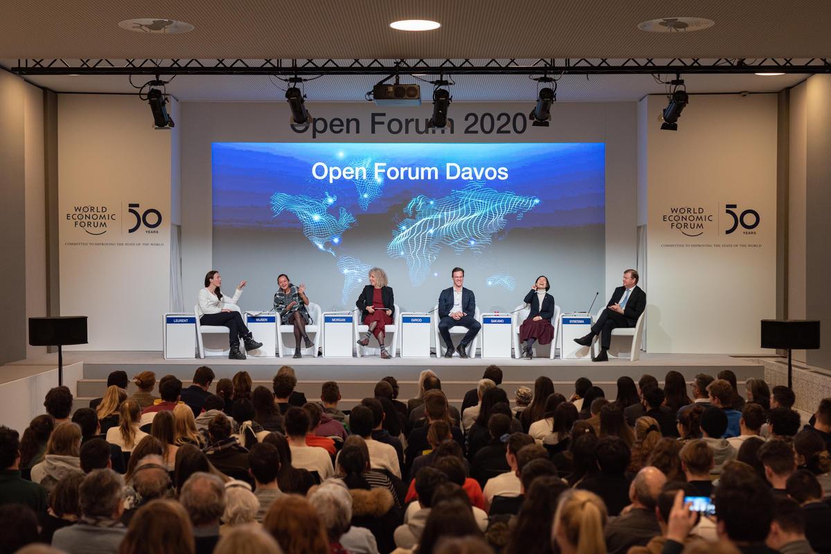 2020年1月23日達佛斯世界經濟論壇,綠色和平執行總監珍妮佛摩根(Jennifer Morgan,圖中左三)在「拋棄式的社會」環節參與討論。