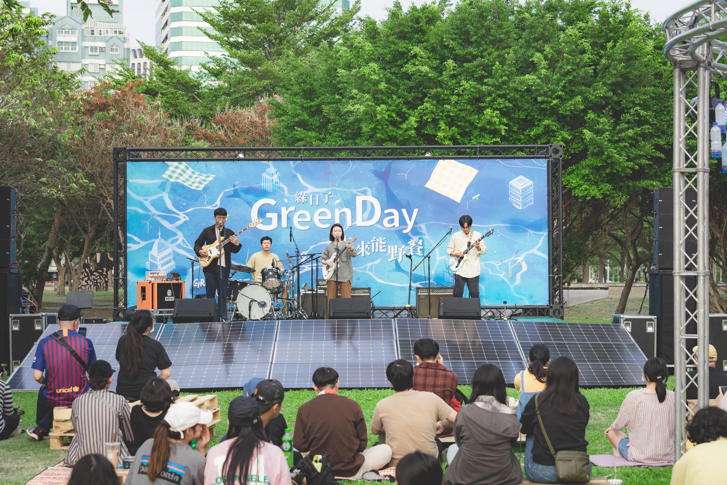 12月6日,淺堤樂團為Green Day演唱多首歌曲。