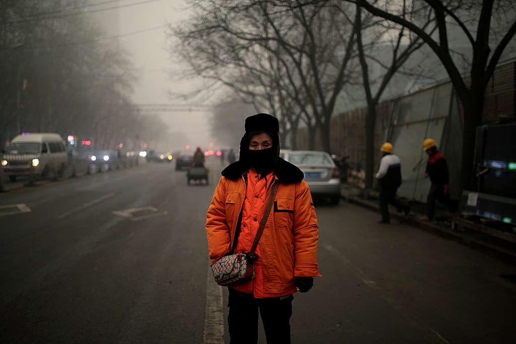 Airpocalypse Now Redux: Everyday Life in Beijing Smog. © Yat Yin / Greenpeace