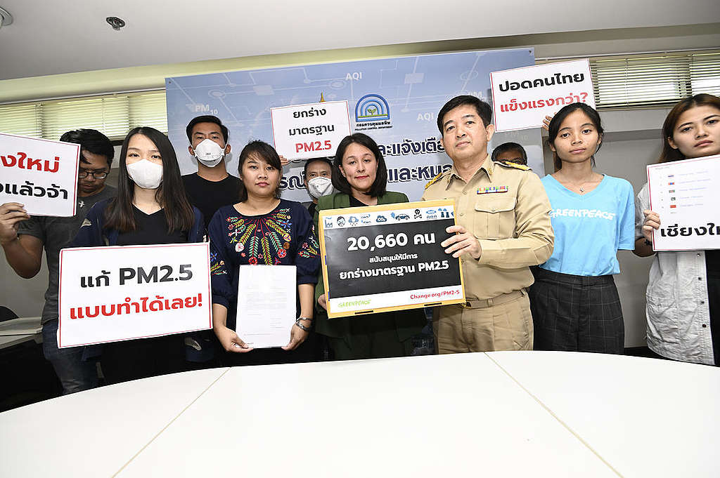 PM2.5 Petition Delivery at Pollution Control Department in Thailand. © Roengchai Kongmuang / Greenpeace