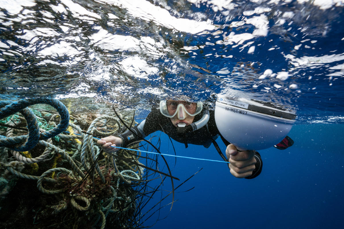 Ghosts Fishing Nets in the Great Pacific Garbage Patch. © Justin Hofman / Greenpeace