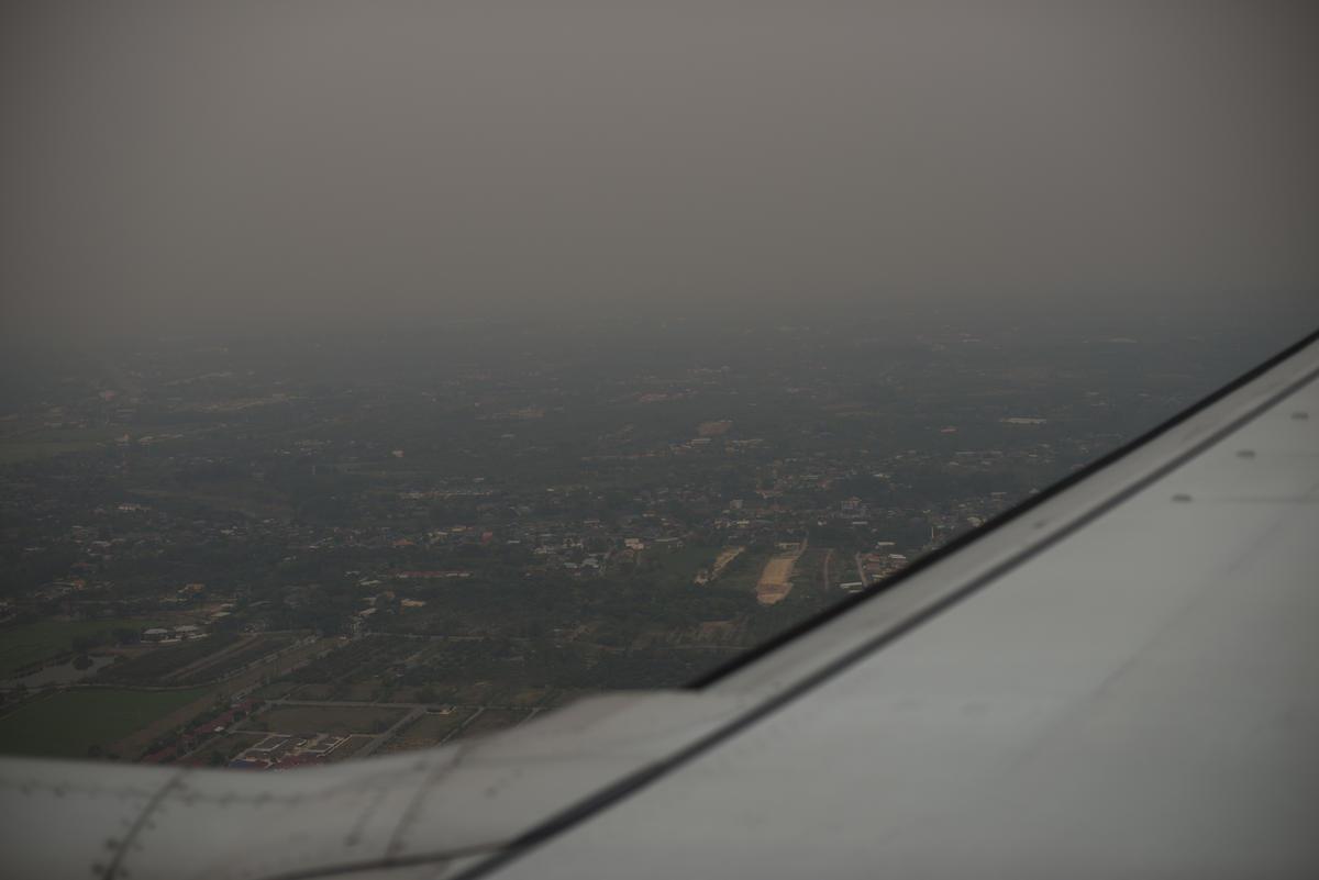 ภาพถ่ายเมืองเชียงใหม่จากมุมสูงในวันที่ค่าดัชนีคุณภาพอากาศ PM 2.5 อยู่ในระดับ 250 ซึ่งมีอันตรายต่อสุขภาพ. © Vincenzo Floramo / Greenpeace