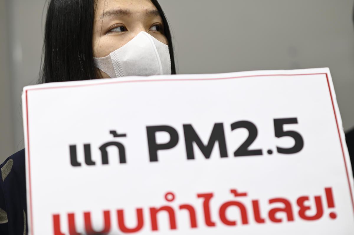 ส่งคำร้องไปยังกรมควบคุมมลพิษ. © Roengchai  Kongmuang / Greenpeace
