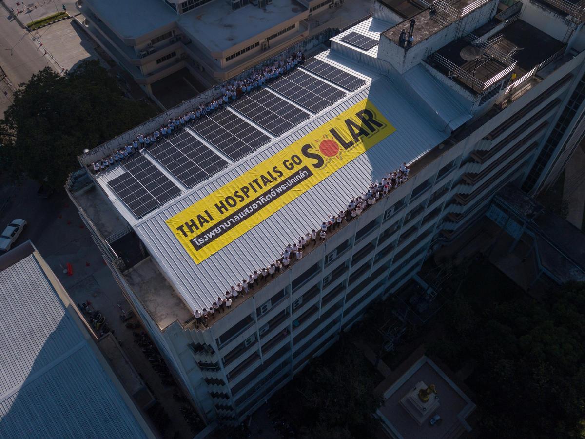 Solar Rooftop at Prapokklao Hospital in Thailand. © Roengchai  Kongmuang / Greenpeace