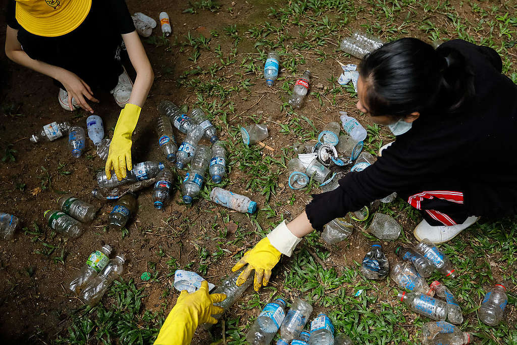 Brand Audit in Chiang Mai. © Baramee  Temboonkiat / Greenpeace
