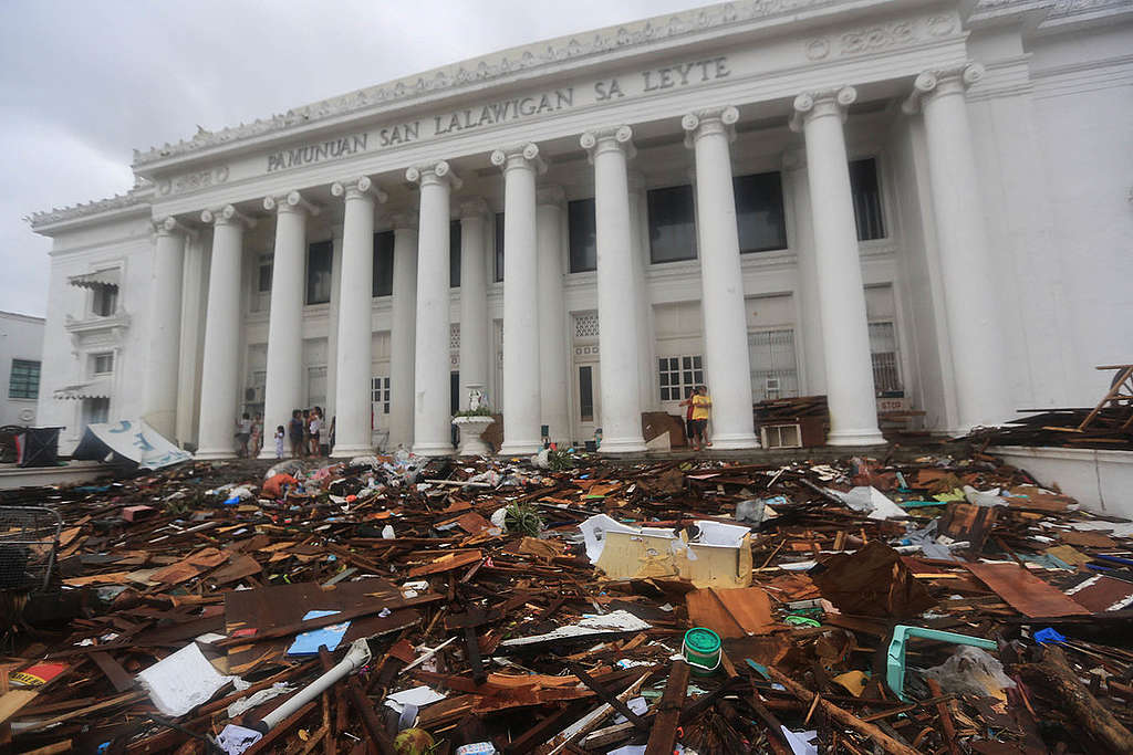 Aftermath of Typhoon Haiyan in the Philippines. ©  Matimtiman / Greenpeace