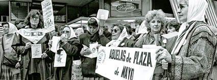 Madres_y_Abuelas_de_Plaza_de_Mayo