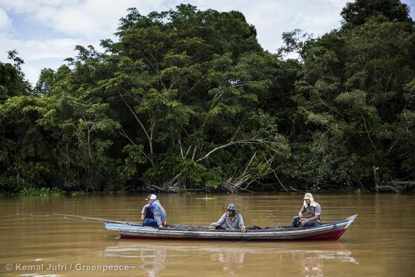 Fishermen on Sumatra's Kampar River. Protecting Indonesia's forests will require cooperating with and respecting local communities and ways of life.