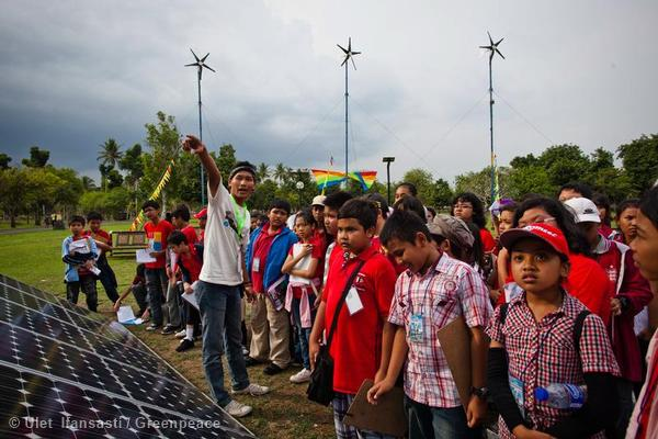 Students visit the Climate Rescue Station at Lumbini Park in Borobudur, Central Java.