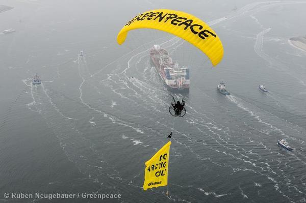 Protest Against Arctic Oil Shipment Rotterdam Protest gegen Oellieferung aus der Arktis in Rotterdam
