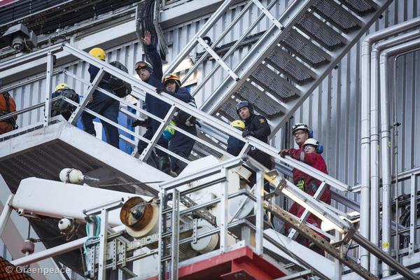 After 48 hours of occupying the Statoil commissioned rig, the 5 activists occupying the deck area of the rig are removed by police.