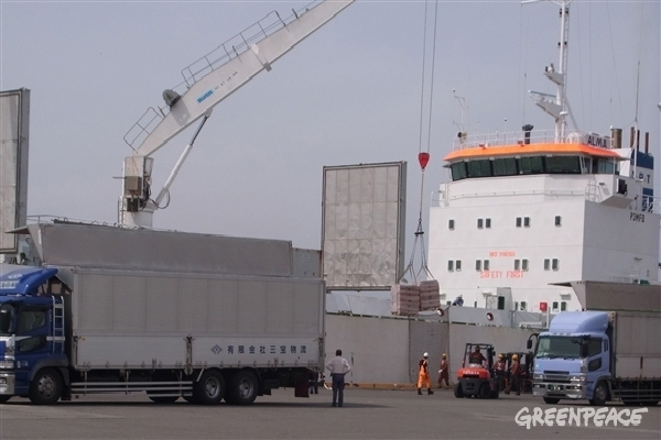 A shipment of 2000 tons of meat from endangered whales is unloaded in a Japanese port.