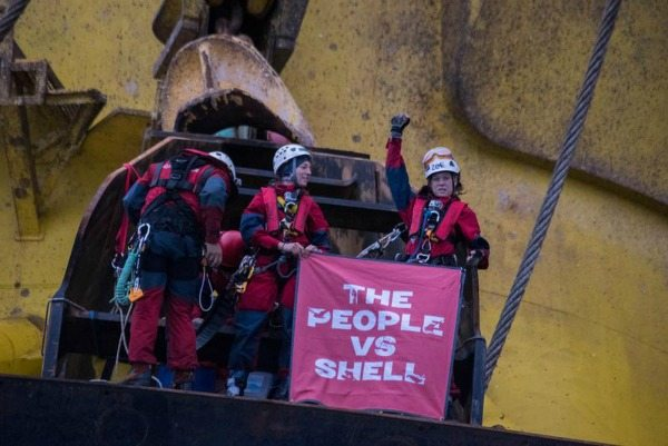 6 volunteers aboard Shell's rig