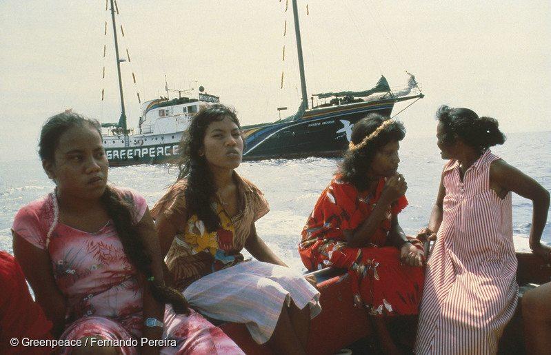 Evacuation of Rongelap Islanders to Mejato by crew Rainbow Warrior. Pacific 1985.