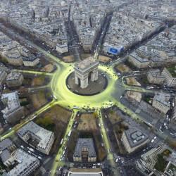 COP21: Arc de Triomphe Sun Action in Paris