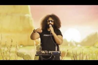 Reggie Watts Goes Solar for #ClickClean