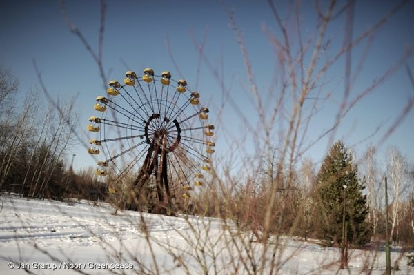 The ferris wheel at the Pripyat Amusement Park.