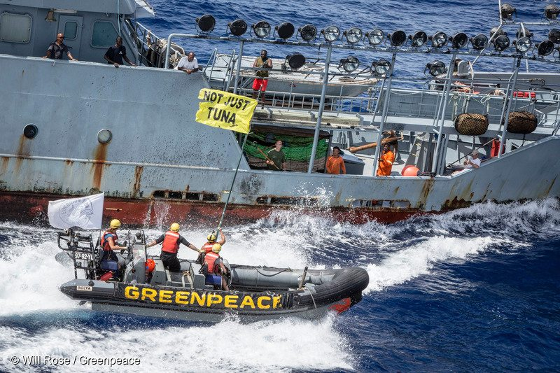 Activists at sea black out controversial vessel's lights in second day of action pursuit.