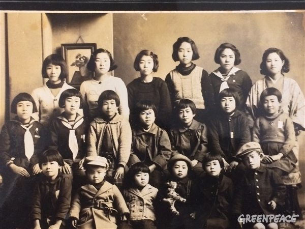 The people in this photo - all women and young children - lived in Nakajima-honmachi, the place that is now the Hiroshima Memorial Peace Park. The flash from the blast sent temperatures as high as 3,000 degrees C, completely obliterating them. There were no bodies to recover. (Photo provided by Mr. Noboru Katayama)