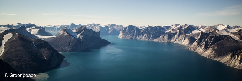 Sam Ford Fjord, north of Clyde River. Greenpeace crew and guests are in Clyde River, Nunavut, to deliver solar panels.