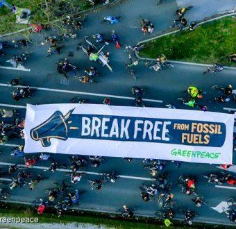 Cyclists in Zagreb Launch Global 'Break Free' Protests Against Fossil Fuels