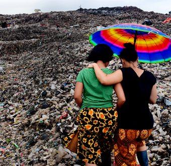 Women bear witness to landfill in Bantar Gebang