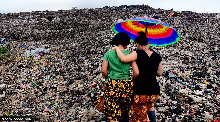 Women bear witness to landfill in Bantar Gebang